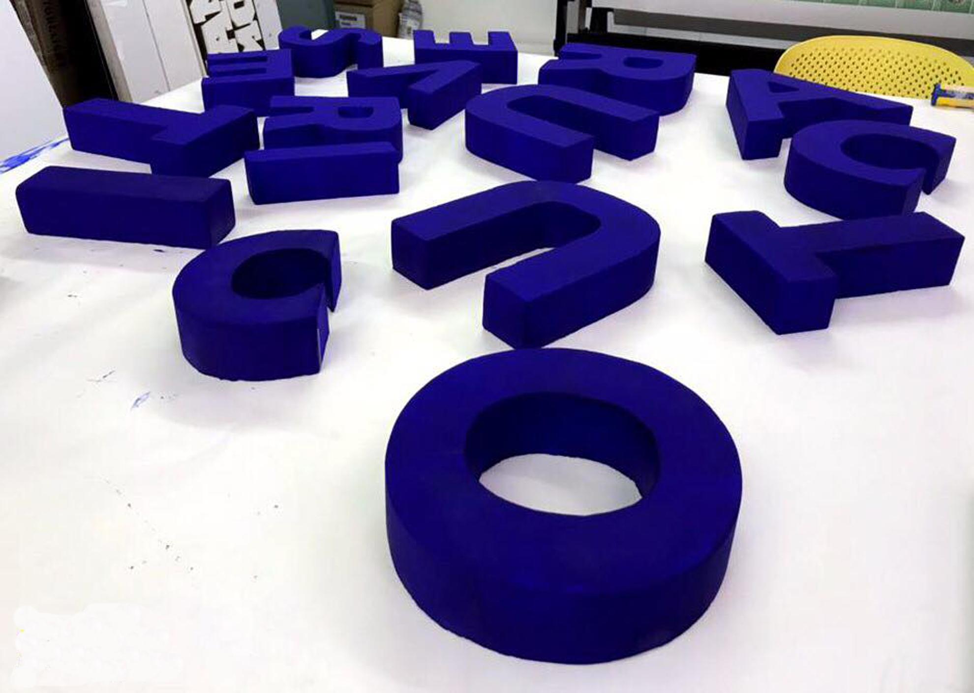 Lettere 3D più insegna da tetto