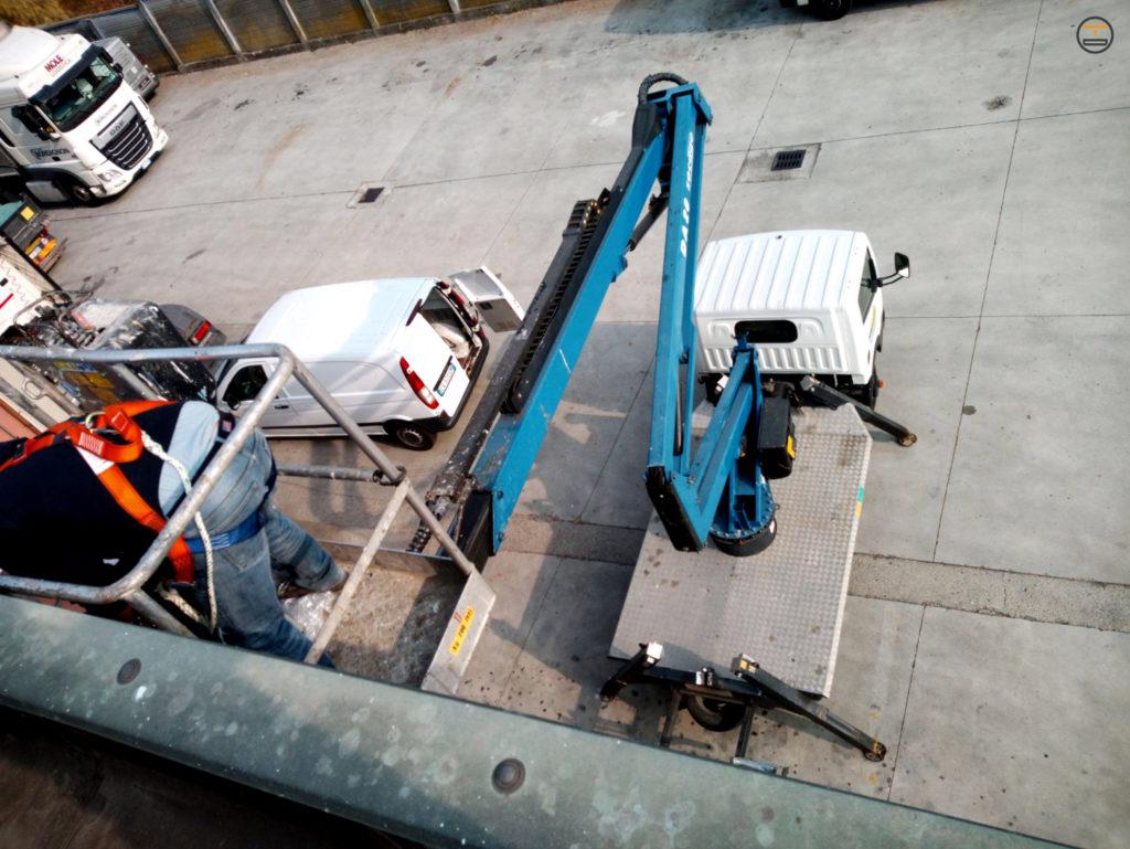 Installazione Insegna da Tetto Autotruck