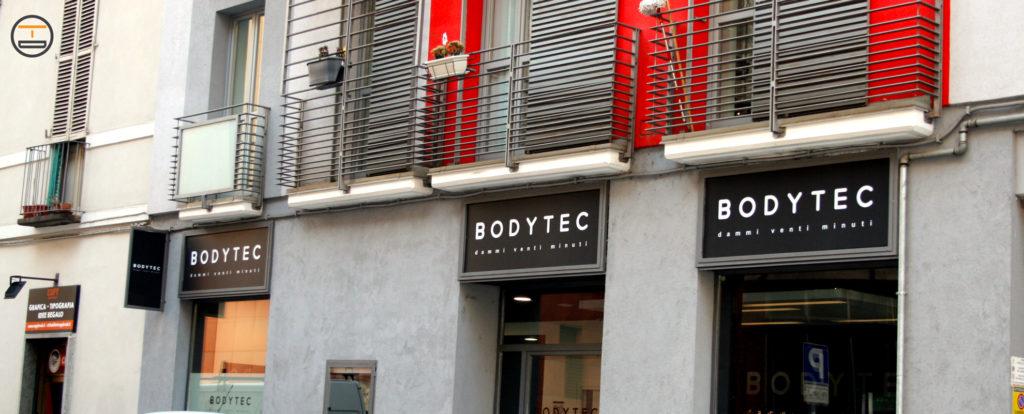 Insegne Frontali e Vetrofanie in centro Torino