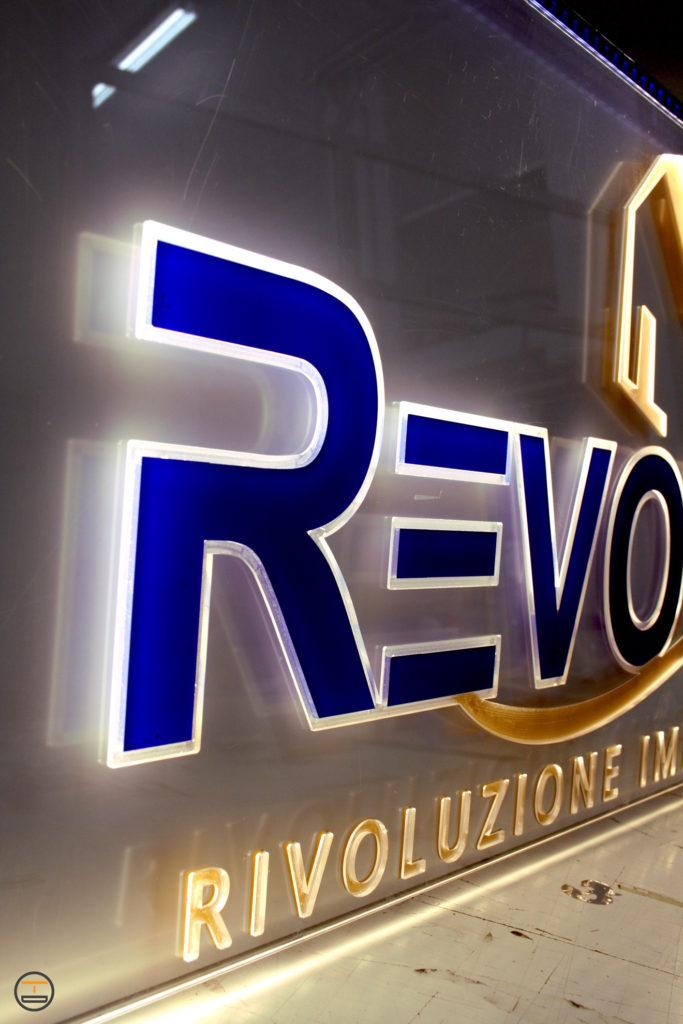Insegna Revolux Plexiglass illuminata led