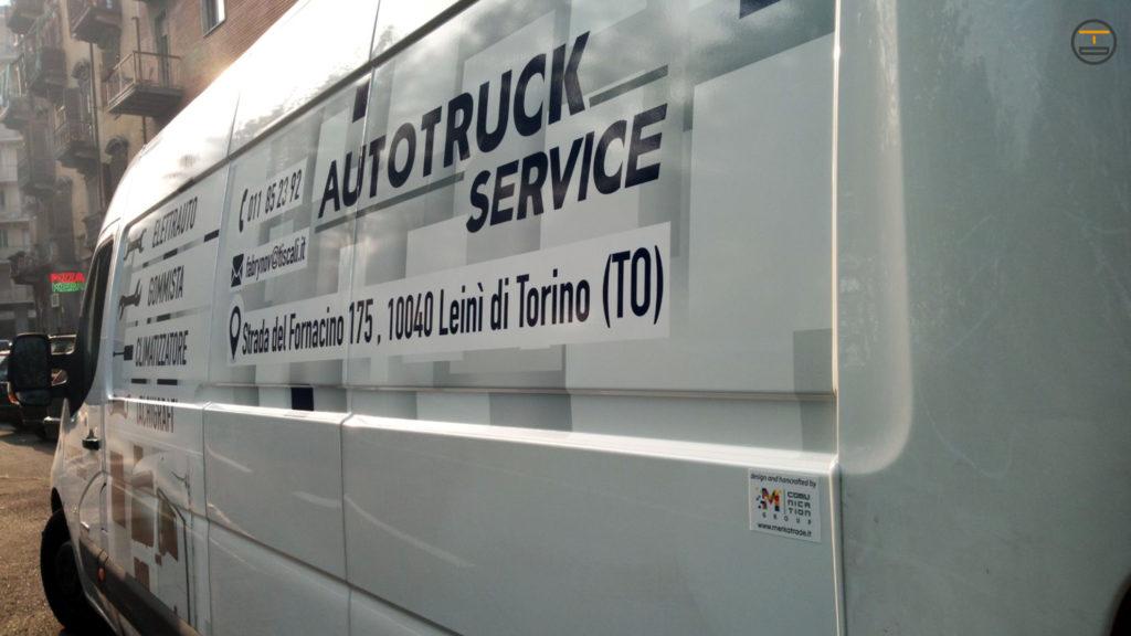 Wrapping furgone Autotruck con grafica più insegna da tetto